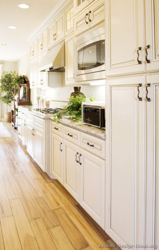 Traditional Antique White Kitchen Cabinets 02 Kitchen Design Ideas Org Antique White Kitchen Wood Floor Kitchen White Kitchen