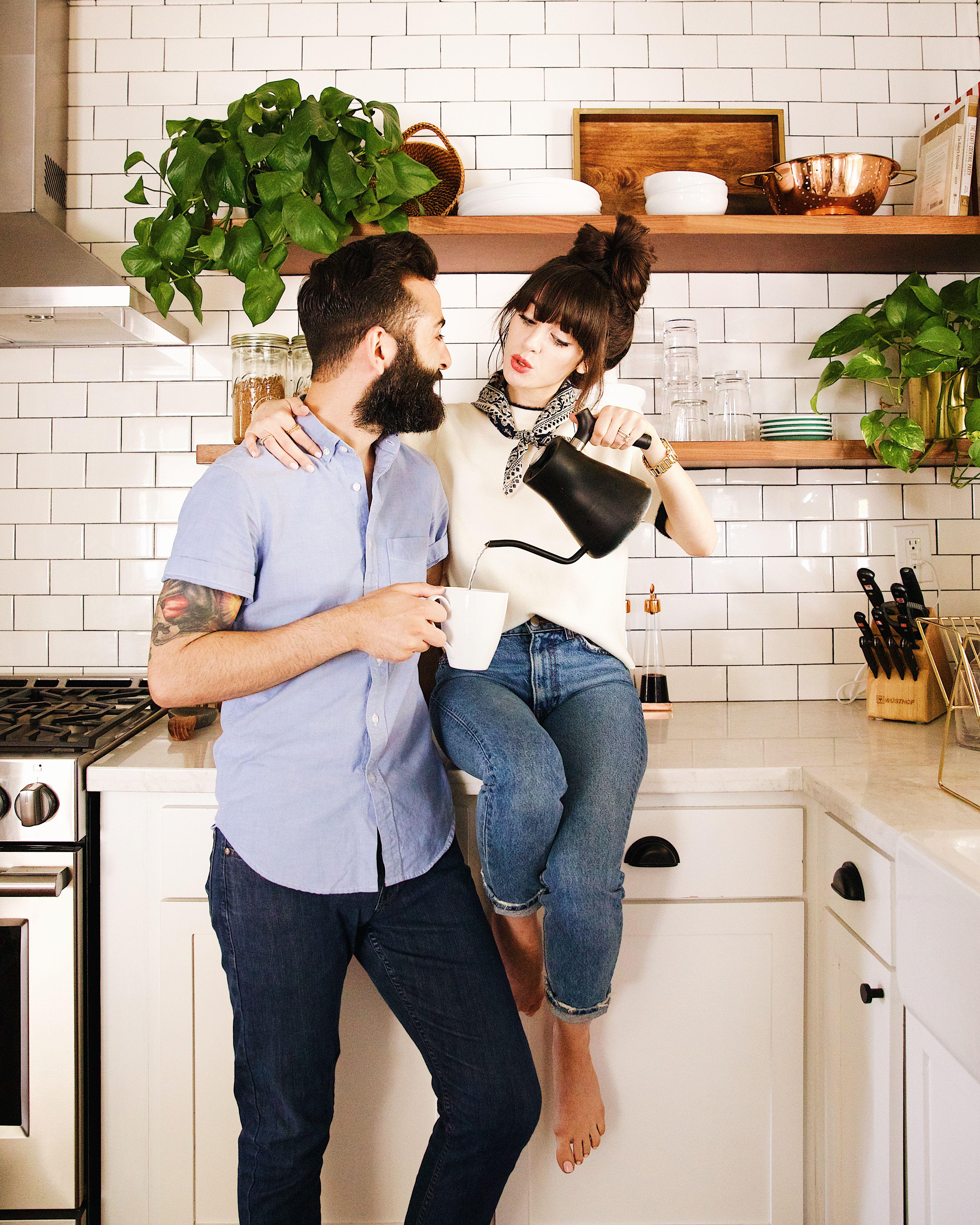 Идеи фотосессии для мужчин на кухне пришли цветами