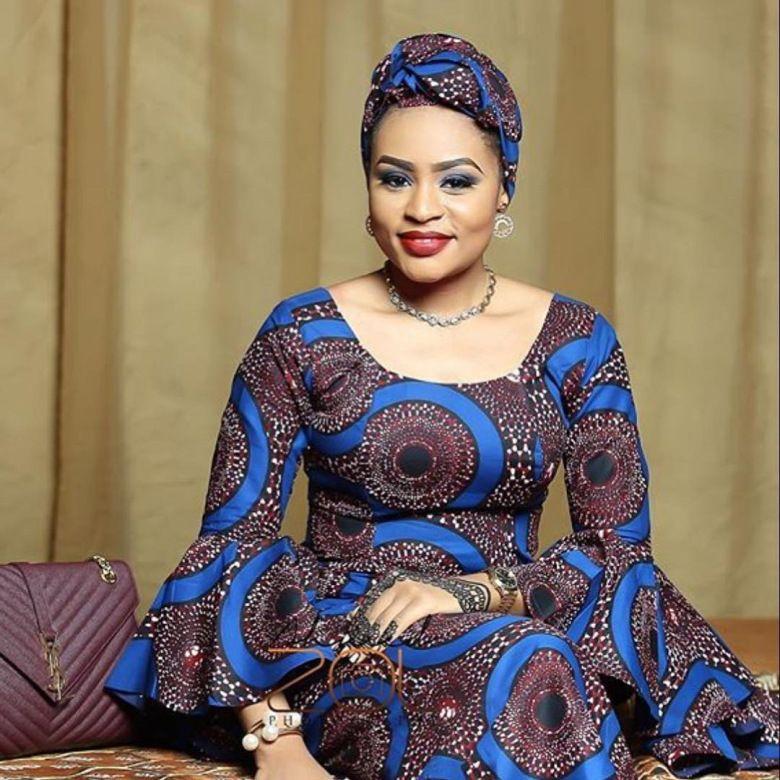 une femme africaine qui n a pas de tenue wax est comme une sauce sans assaisonnement une beauty. Black Bedroom Furniture Sets. Home Design Ideas