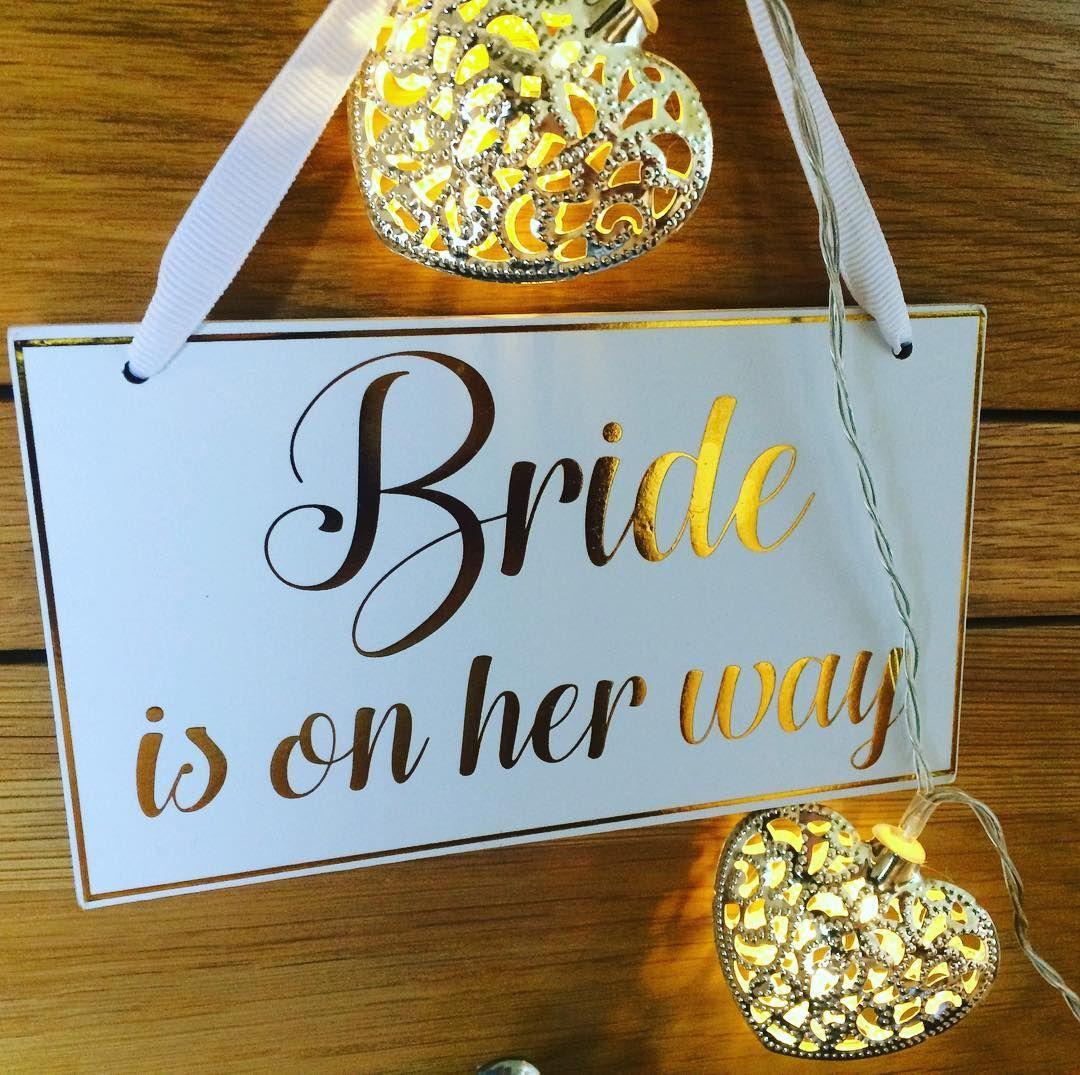 She is on the way! #weddingday #photographersireland #photographerskerry #weddingphotographer #kerry #husbandandwifeteam #bridalprep #bride #signsforyourwedding #taradonoghuephotography #weddingmorning