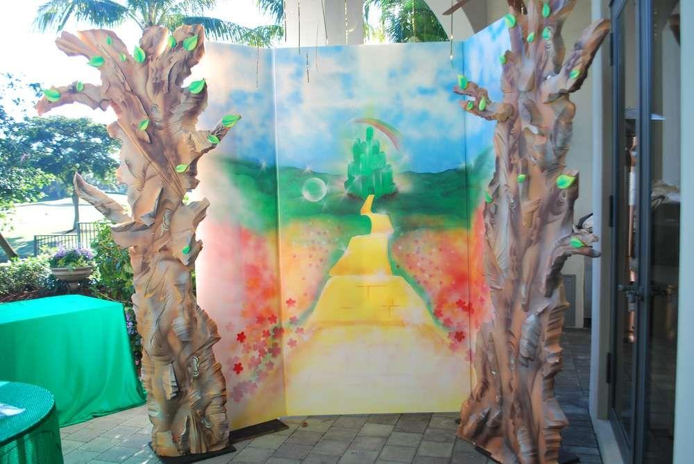 The Wizard Of Oz Birthday Party Ideas Wizard Of Oz Wizard Of Oz