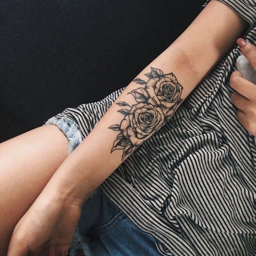 Tatuagem de rosas no braço Anti Braço