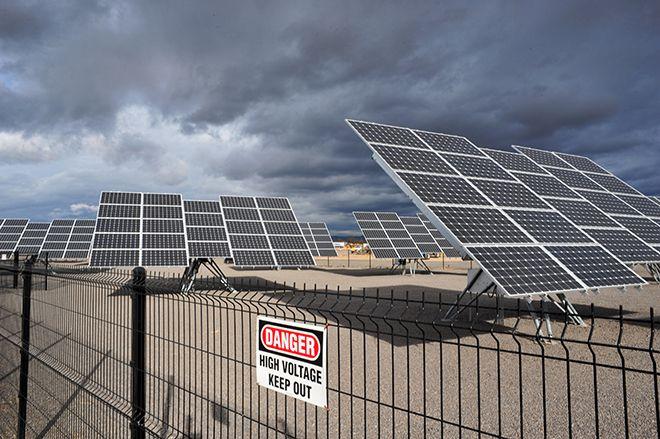 Amazon Man Questions Logic Of Apple Solar Farm Solar Solar Farm Roof Solar Panel