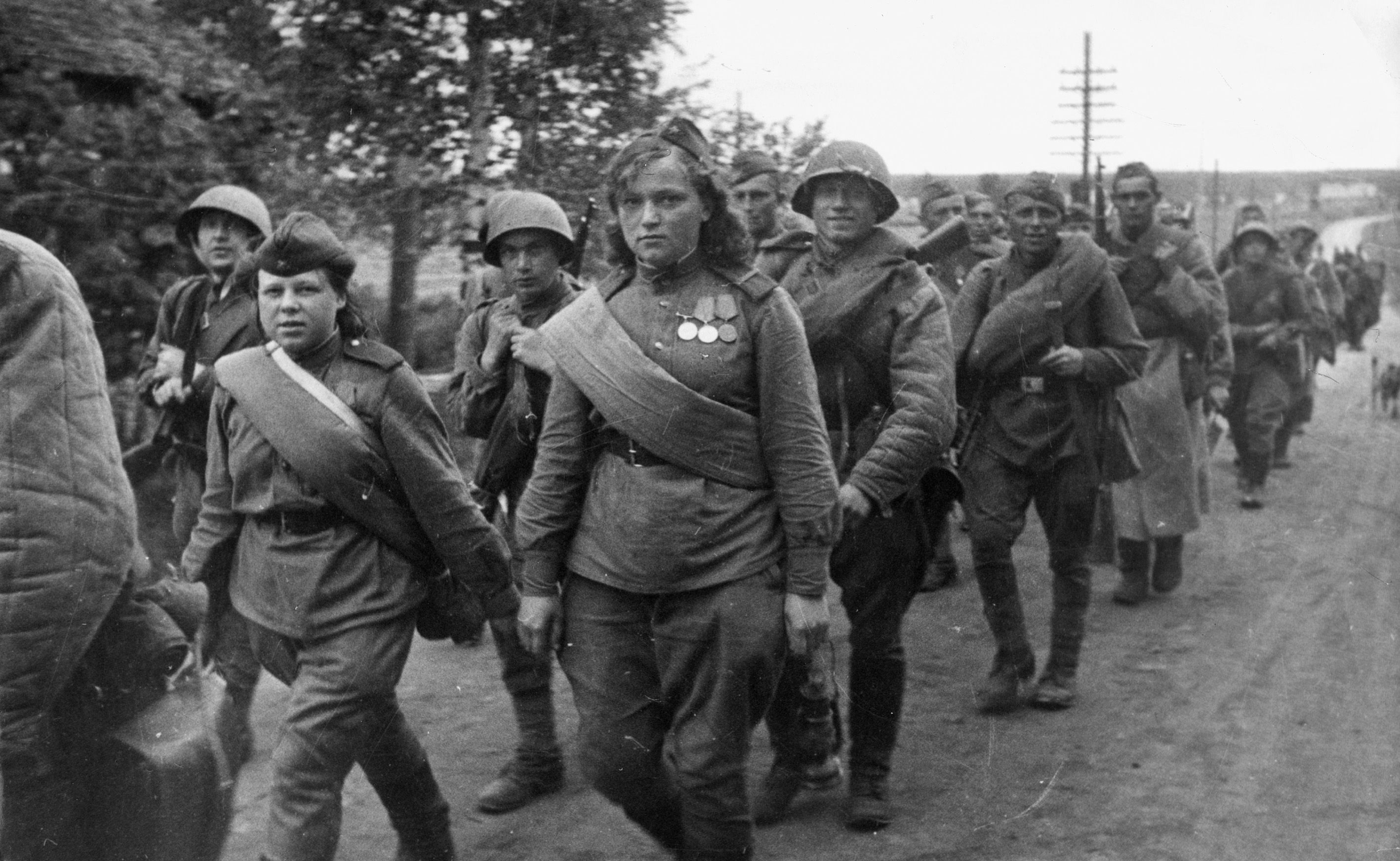 Red Army troops on the march on the Leningrad Front, 1944.