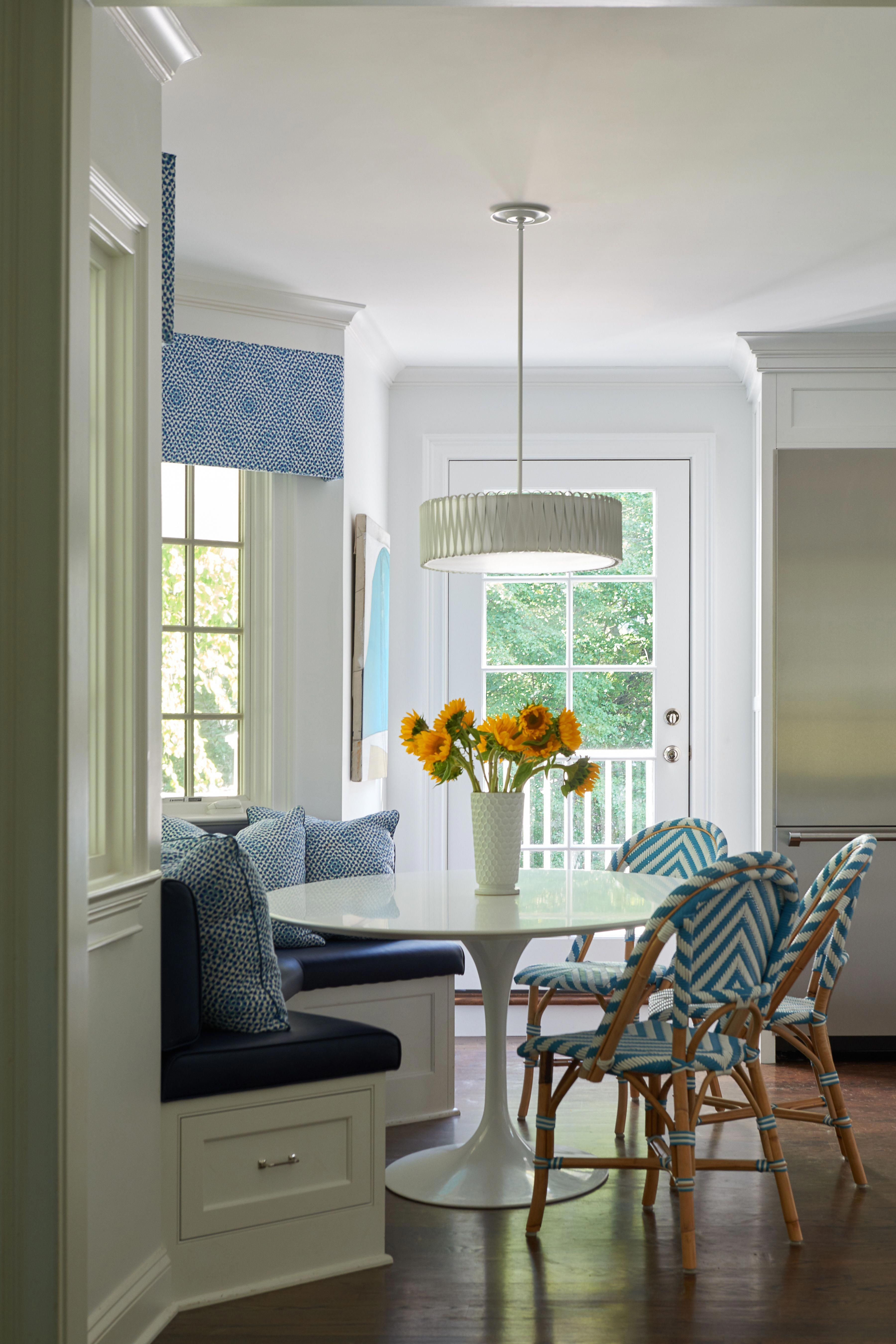 Breakfast Table Nook With Saarinen Table And Banquette Seating Photo Credit Jane Beiles Photography Remod Banquette Seating Dining Nook Modern Kitchen Design