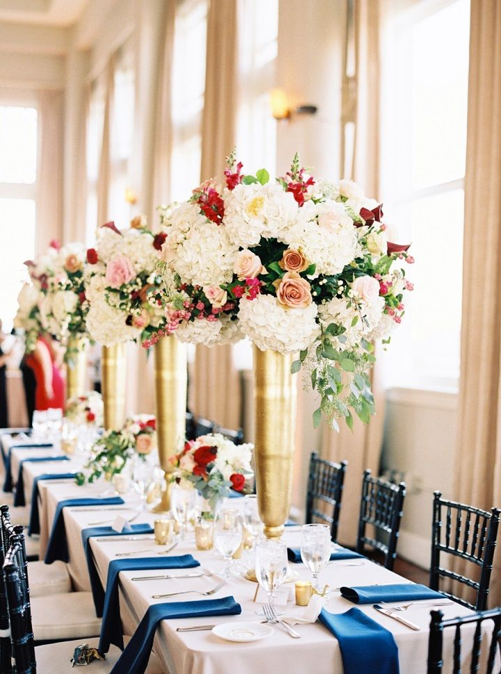 Tall wedding centrepieces in Gold tall vases | itakeyou.co.uk #tallcenterpieces