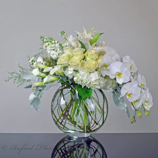 Dla Kazdego Kwiaty W Wazonie In 2020 Contemporary Flower Arrangements White Flower Arrangements Fake Flower Arrangements