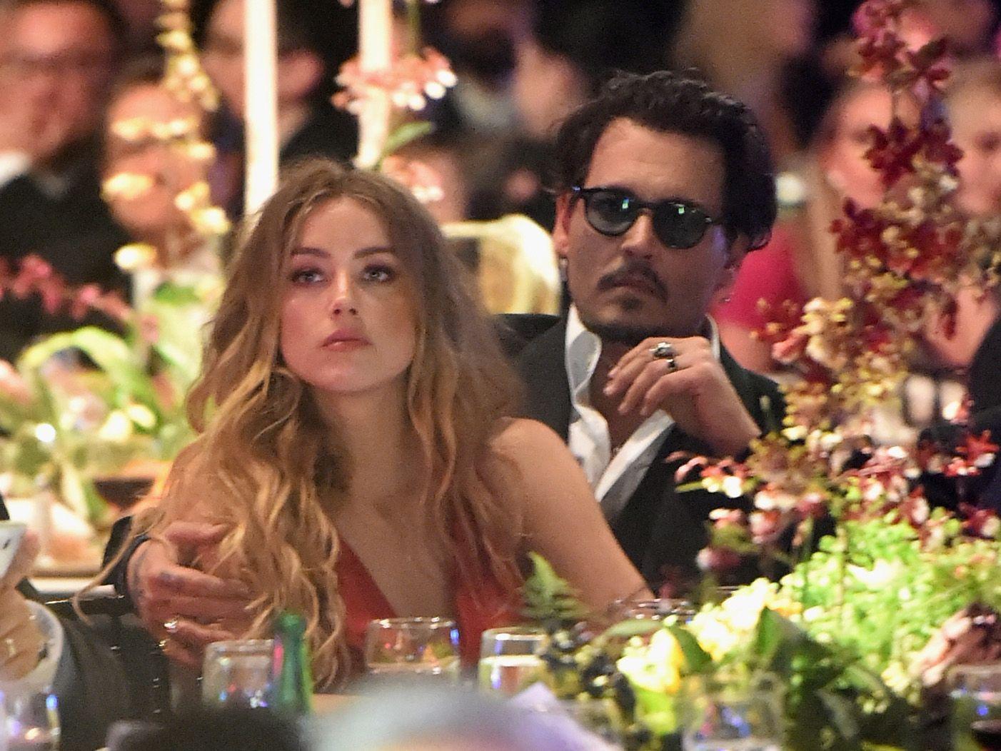 Amber Heard propõe divórcio bilionário a Johnny Depp após 15 meses de casamento
