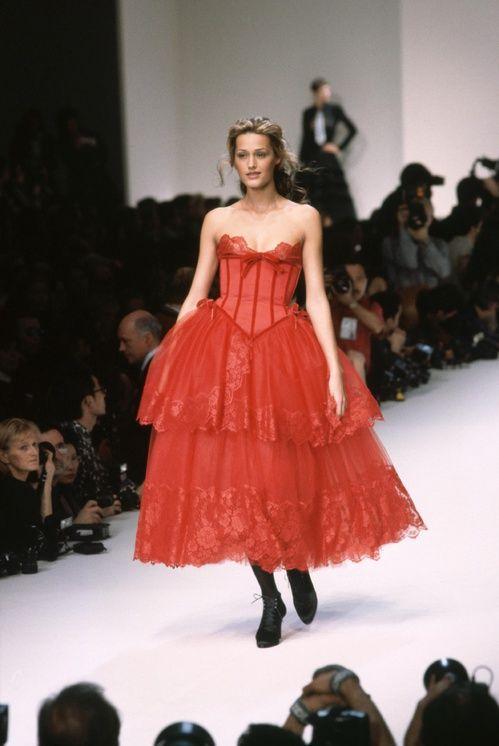 Défilé Valentino Dans Les Années 90