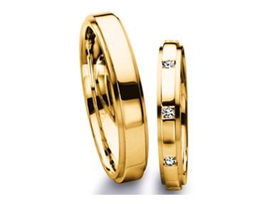 Check out this amazing Furrer Jacot Men's Band in yellow gold with diamond accents!!