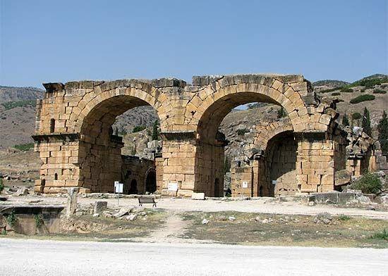 Publicamos en Guiarte.com la guía de Hierápolis Pamukkale, uno de los destinos más visitados de Turquía: http://www.guiarte.com/hierapolis-pamukkale/