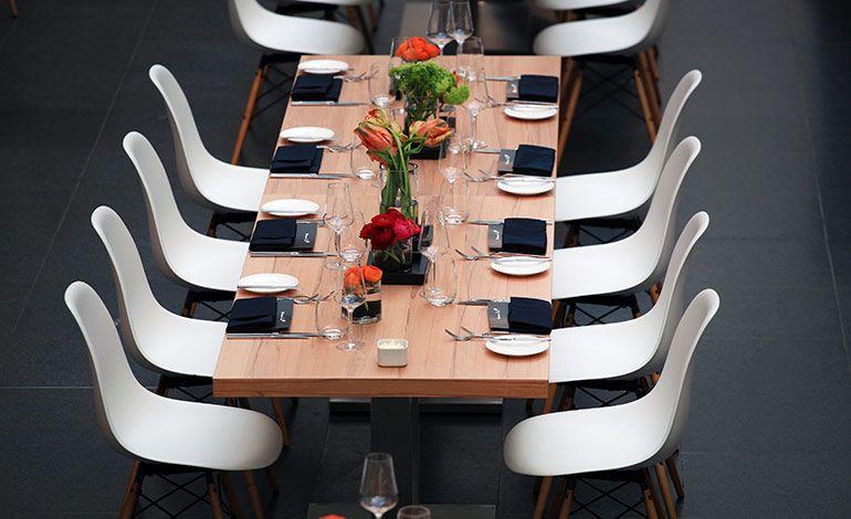 Style für die Location: Wie Designmöbel Raum- und Eventkonzepte bereichern