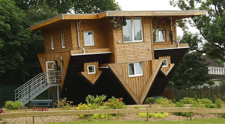The Top 10 Ugliest And Most Unsightly Houses In The World Crazy Houses Upside Down House Real Estate