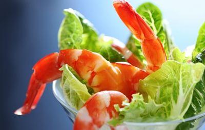 Cockatail di gamberi... L'antipasto ideale per una cena importante, con tempi di realizzazione minimi. L'utilizzo di gamberi di pezzatura media danno al piatto leggerezza, pregio e grande effetto. La preparazione deve essere minuziosa e ricercata nei particolari.