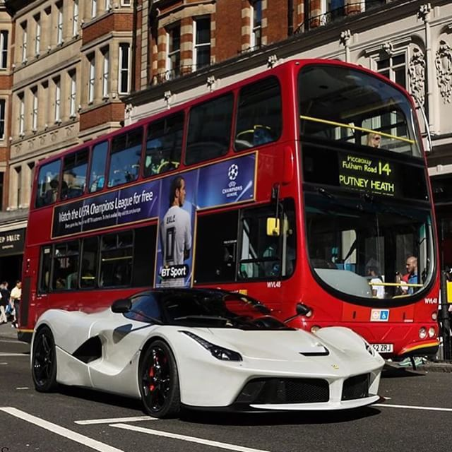 England Luxury Car: Ferrari, Ferrari Laferrari, Dream Cars