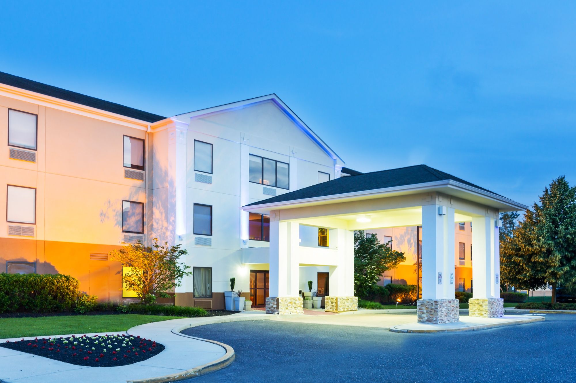 It S A Beautiful Night At The Holiday Inn Express Suites Mt Holly Nj Tnpk Exit 5 Holiday Inn Burlington Shopping House Styles