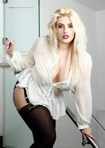 Ellie Roe Nude Photos