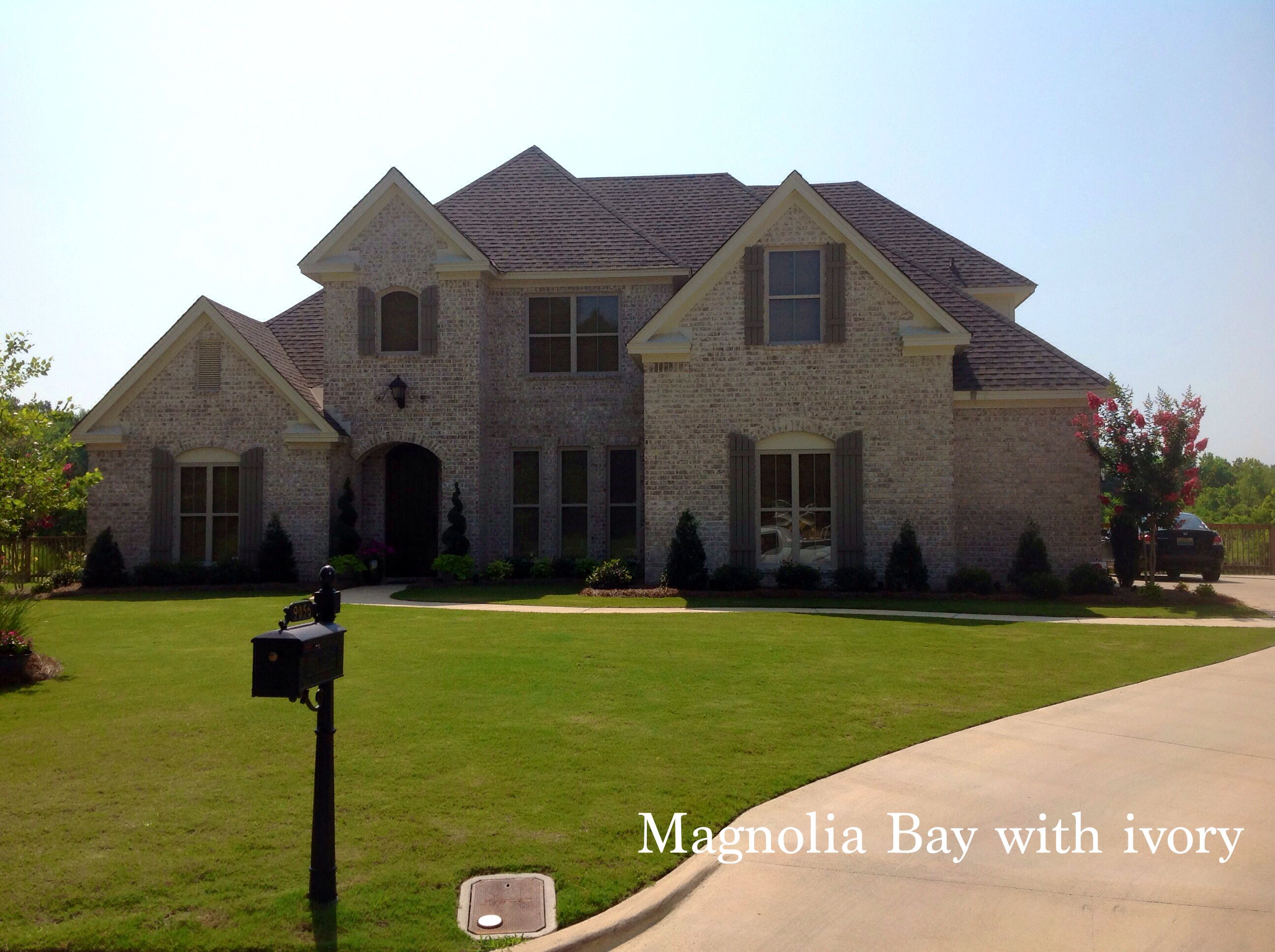 Magnolia bay with ivory from south alabama brick company for Brick selection for houses