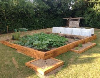 Un potager remit niveau et d limit bois jardin ch ne - Arrosage automatique jardin potager ...
