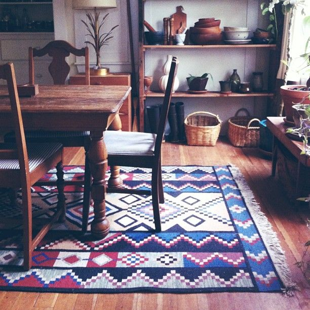 Nice Tribal Flat Weave #rug In This Rustic Room