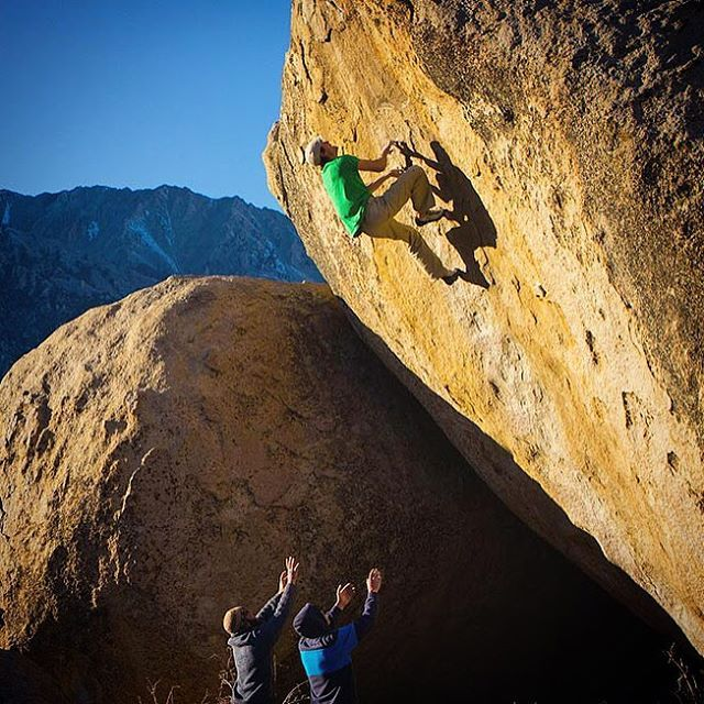 I don't always go bouldering, but when I do, I prefer to have @alexhonnold spotting me, for obvious reasons! another @andrew_burr photograph.  #highball #bouldering #bishop #lastlight #lastcall #standingontheshouldersofgiants #V9?
