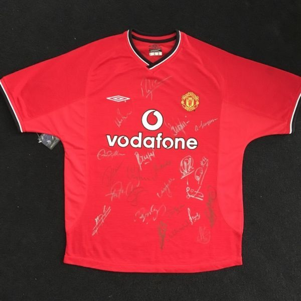 Manchester United Jersey Autographed By The Entire Team Members Of 2001 Fcwith Signatures Of Manager Sir Alex Ferg Sport Fitness Mens Tops Mens Polo Shirts