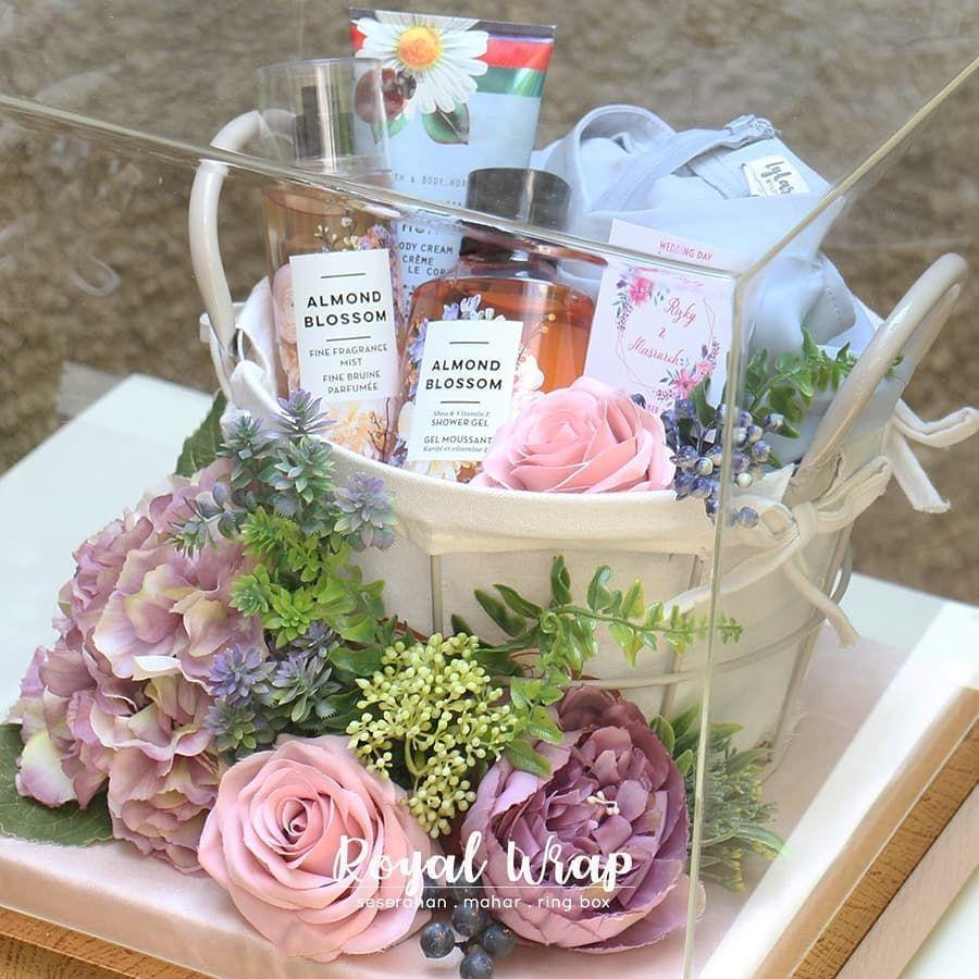Penyewaan Tray Hias Hantaran Di Instagram Seserahan Atau Hantaran Kami Menggunakan Bunga Wedding Gifts Packaging Wedding Gift Inspiration Wedding Gift Set