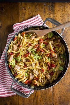 The one pot cheddar cajun pork pasta is packed full of broccoli, slow roasted cherry tomatoes, sharp cheddar cheese and LOTS of cajun spiced pork.