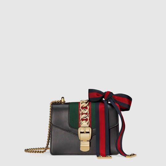 d71fb032f66 Gucci Mini sac Sylvie en cuir avec chaîne