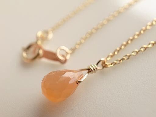 ◆6月の誕生石◆乳白色の淡いオレンジ色、オレンジムーンストーンが入荷しました。優しい色味と光沢が魅力で、優しい気持ちにさせてくれます。<オレンジムーンストーン...|ハンドメイド、手作り、手仕事品の通販・販売・購入ならCreema。