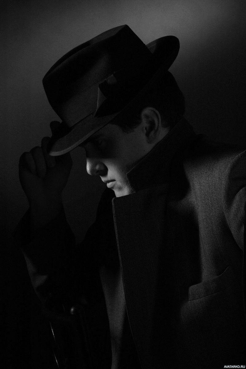 Чёрно-белая картинка с парнем в шляпе и пальто. — Картинки ...