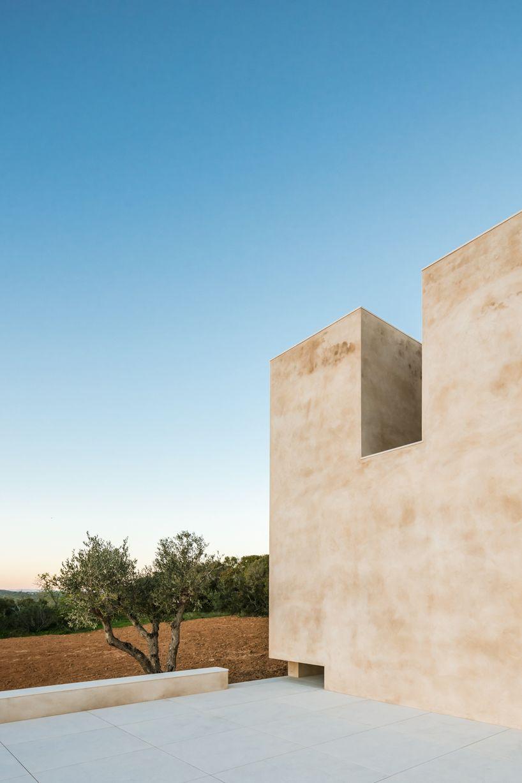 álvaro siza vieira builds hillside chapel in portugal