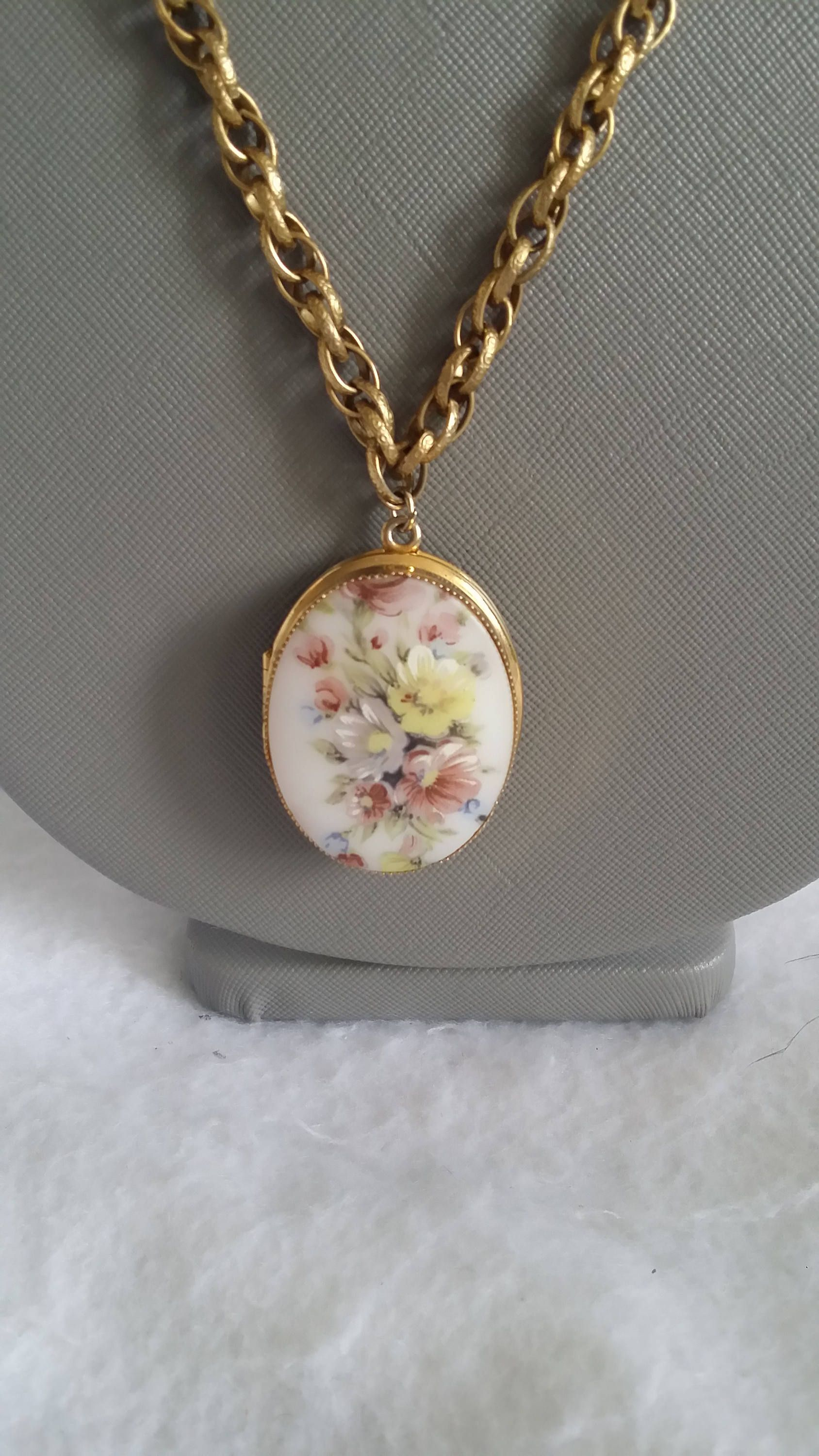 Gold toned porcelain cameo floral locket with and