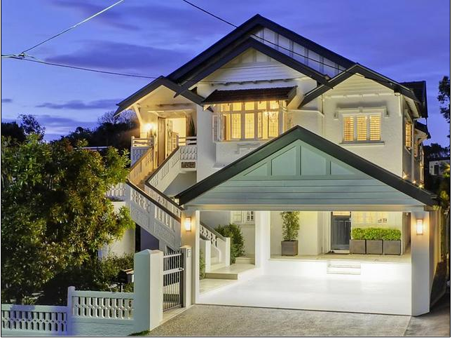 Look at this stately Queensland home! Love it all