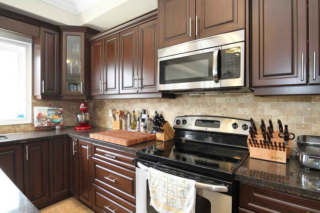 Home For Sale In Hamilton Ontario 849900 00 12 Bernini Court Hamilton Ontario Is A Great Home In A Nice Location It Is Only 8 Minutes Home Home Decor Decor