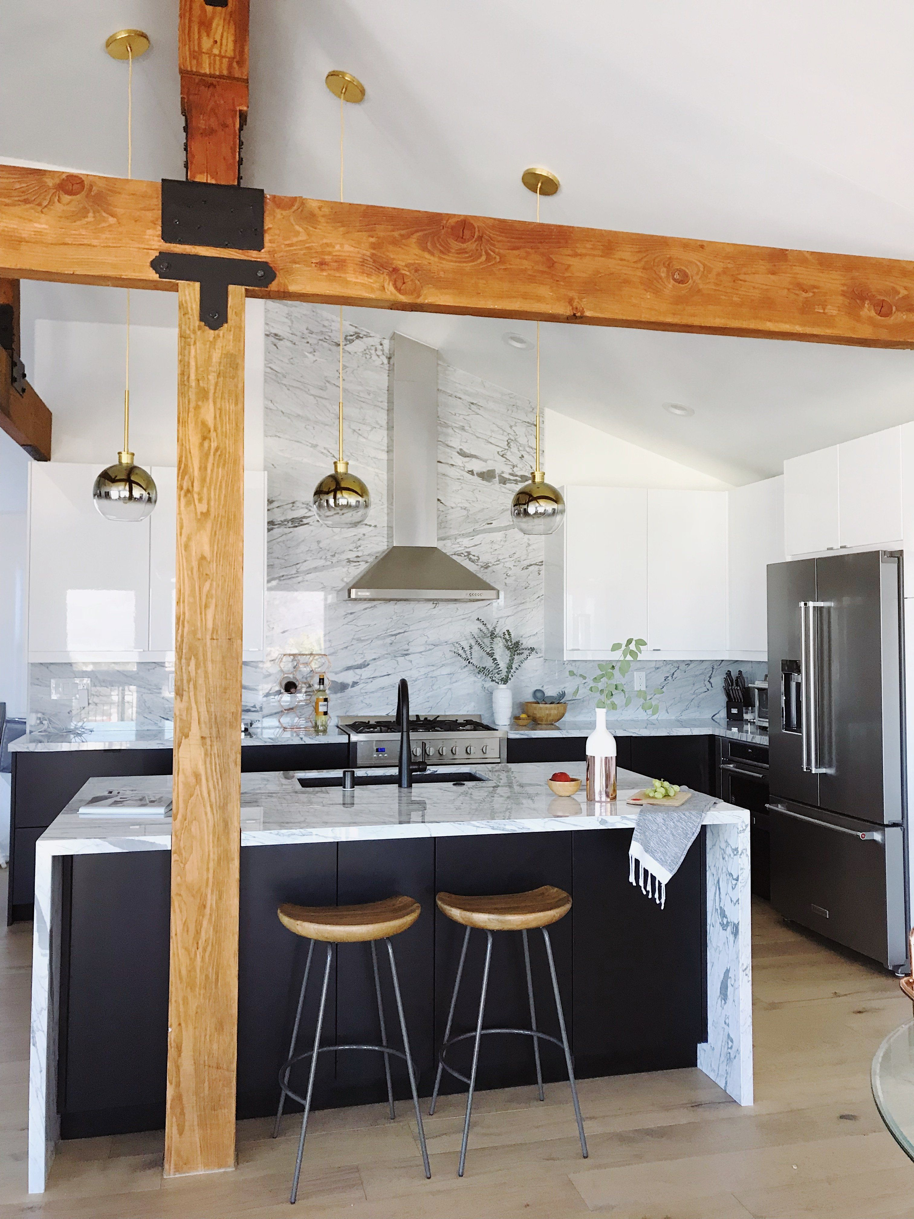 Incredible Black And White Kitchen With Marble Backsplash In 2020 Backsplash Designs White Marble Kitchen Grey Marble Kitchen