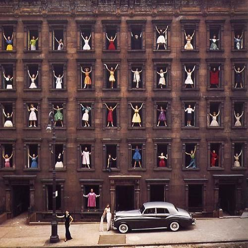 Ormond Gigli - Models in Windows, NYC, 1960. Chromogenic print, Signed and numbered.