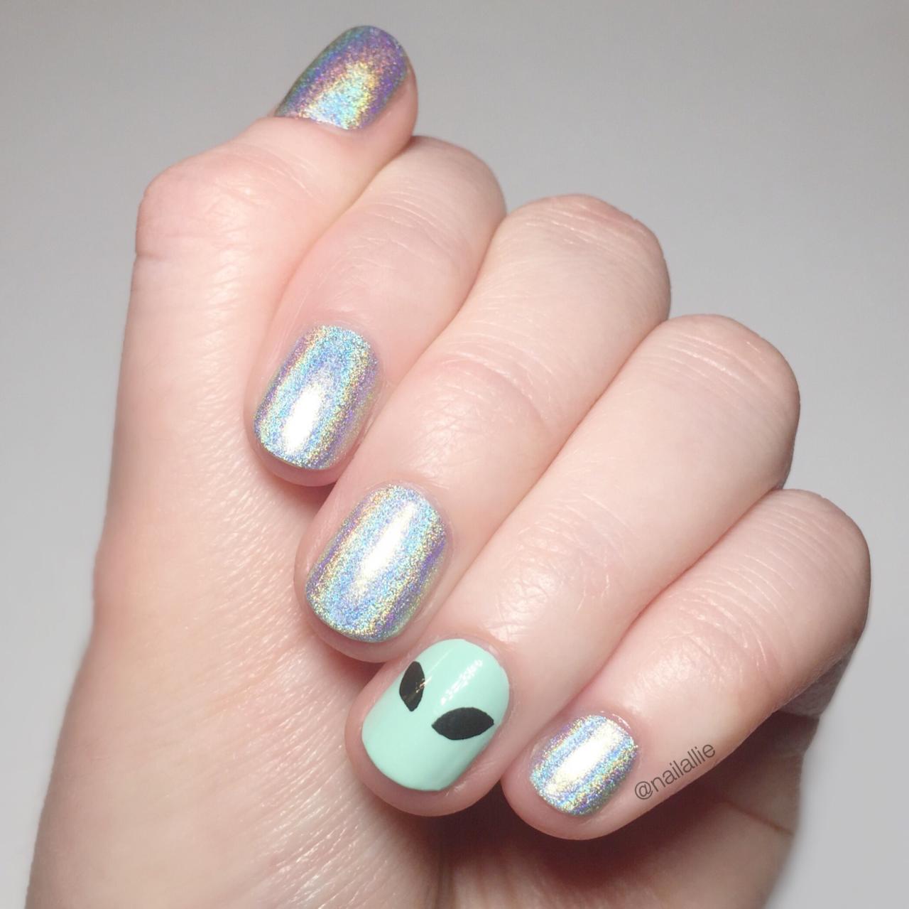 NAIL ALLIE — Holo and aliens.   Halie\'s beauty   Pinterest   Diseños ...