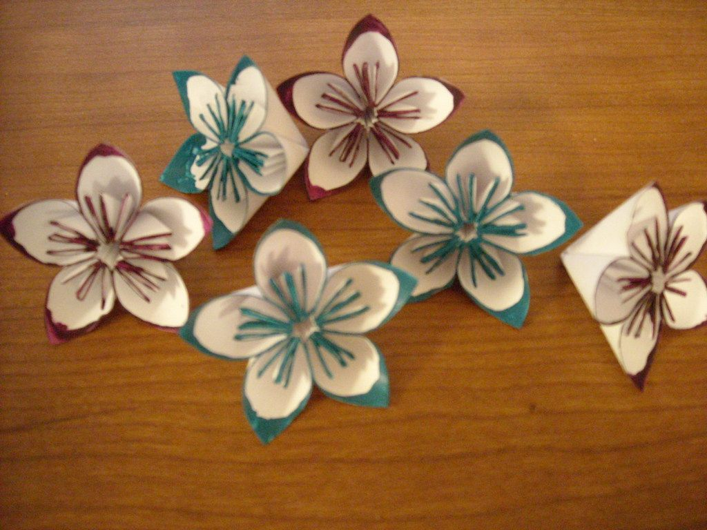 How To Make Easy Origami Flowers Oragami Origami And Easy Origami