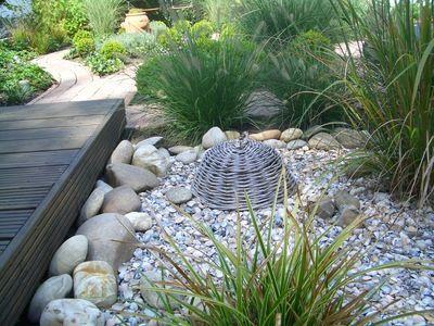 holzsteg, steine u. gräser im einklang | jardin | pinterest, Garten und bauen