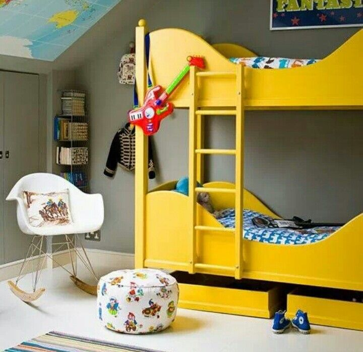 Boy's bedroom: bunk beds