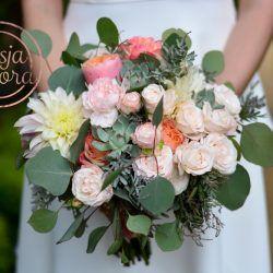 Bukiet Slubny Z Dalia I Eukaliptusem Floral Wreath Floral Wreaths