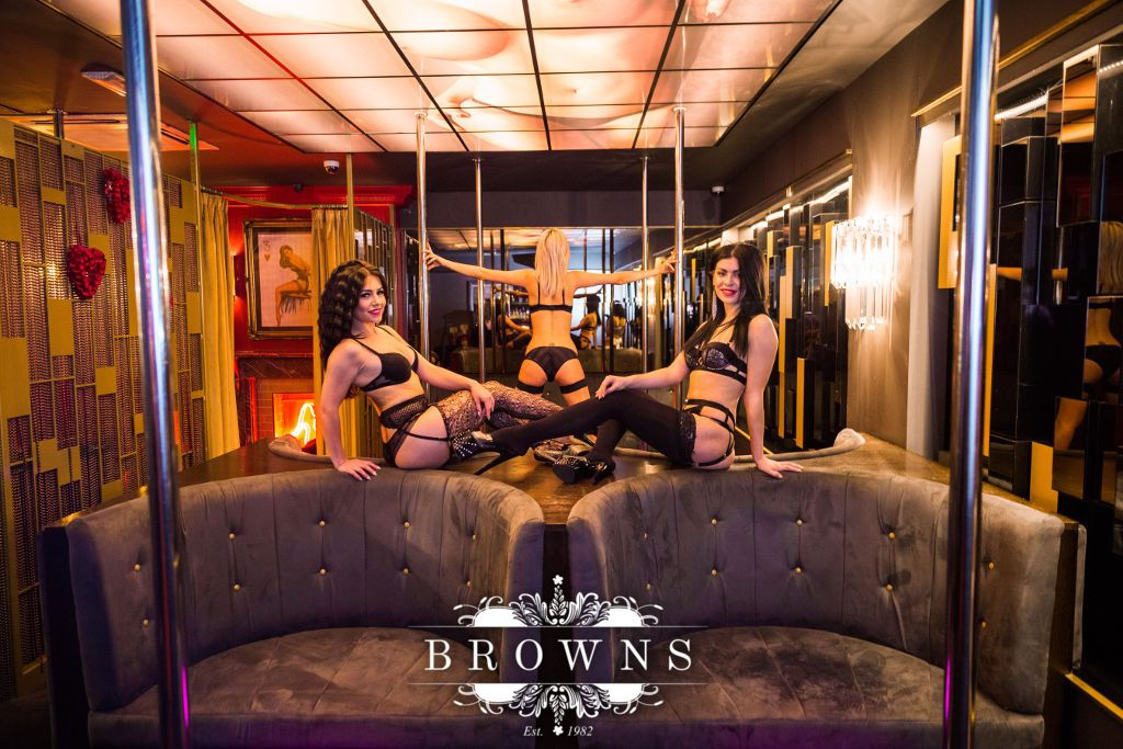pole and table dancing club in london browns los perros lima 2017 pole. Black Bedroom Furniture Sets. Home Design Ideas