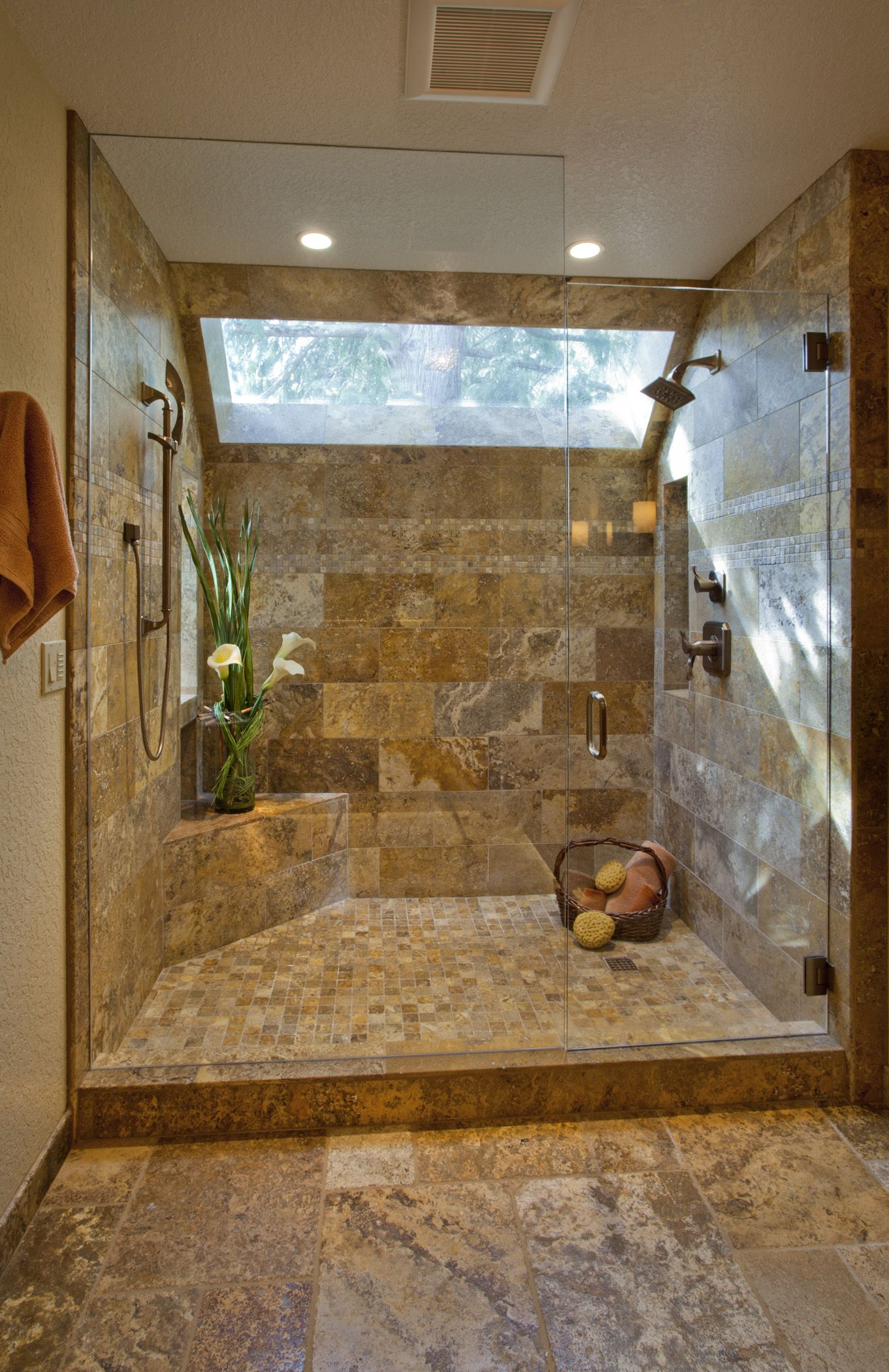 Travertine shower i really like this shower home decor pinterest travertine shower for Travertine tile bathroom ideas