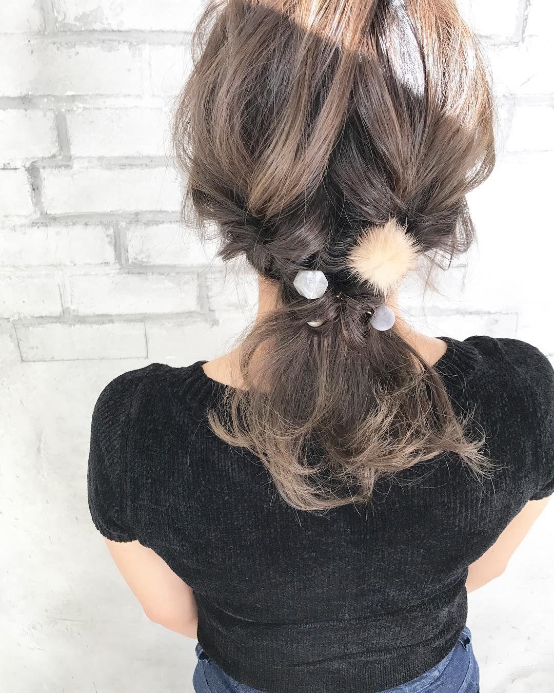635f6f43300429 秋髪は女っぽく♡ざっくりニットに合わせたいボブ・ミディアムのまとめ髪アレンジ - LOCARI(ロカリ)