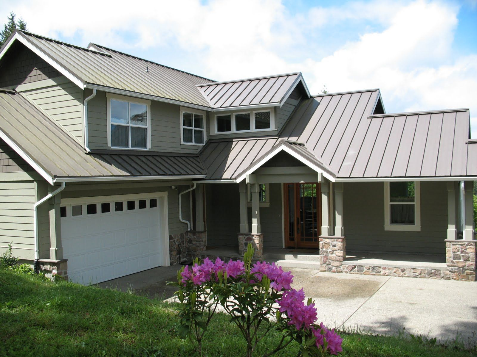 Grey metal roof with green painted house looks nice for Metal roof home plans