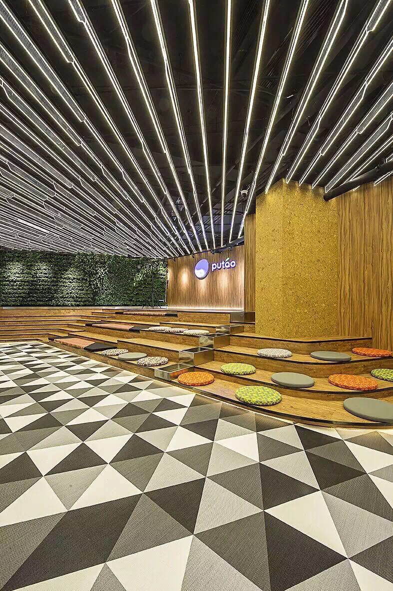 Triangle Woven Vinyl Tiles