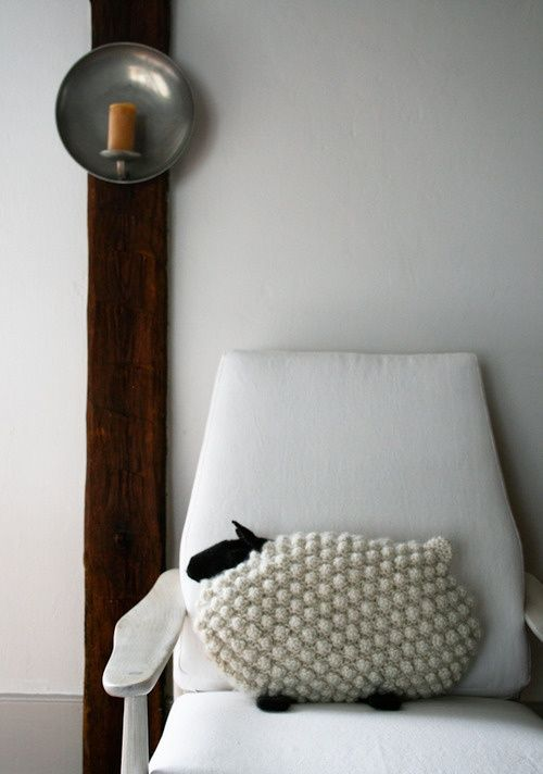 sheep pillow - I so want this pattern :)