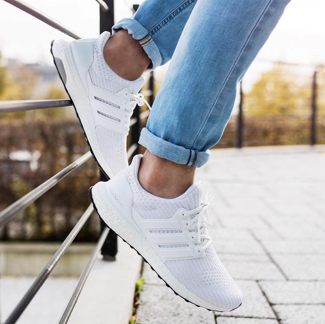 Adidas Ultra Boost 4 0 White Shoes These Can Be The Most Comfortable Models Of Adidas Adidas Can Say Adidas Ultra Boost Shoes Adidas Boost Outfit Boost Shoes