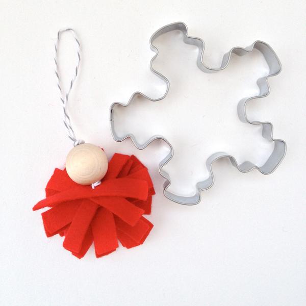 Make a Nordic Felt Christmas Decoration via @Guidecentral
